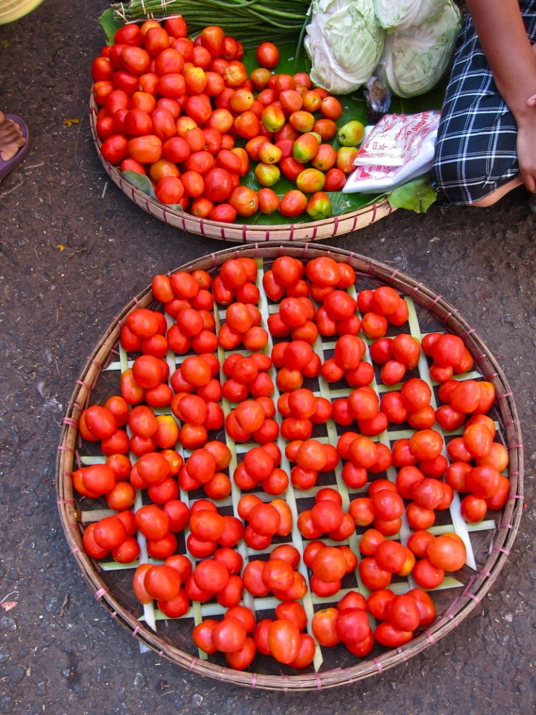 Tomato_goods_display_3