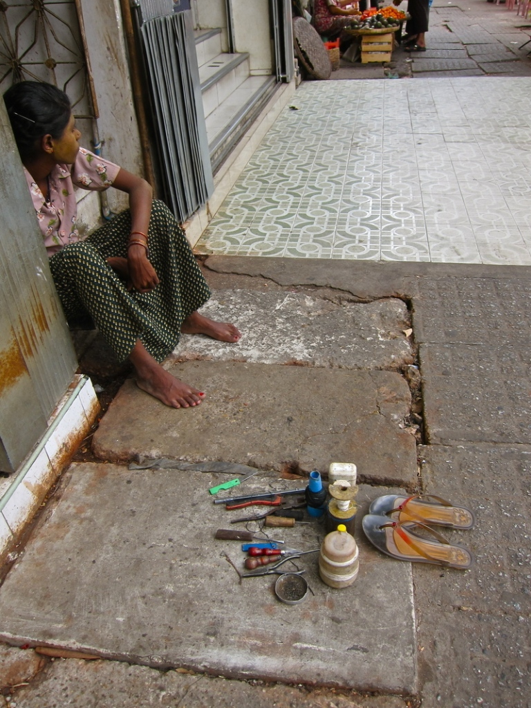sidewalk_shoe_repair_1